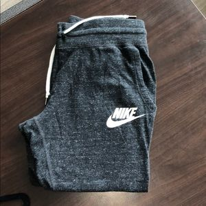 Cropped Nike Joggers